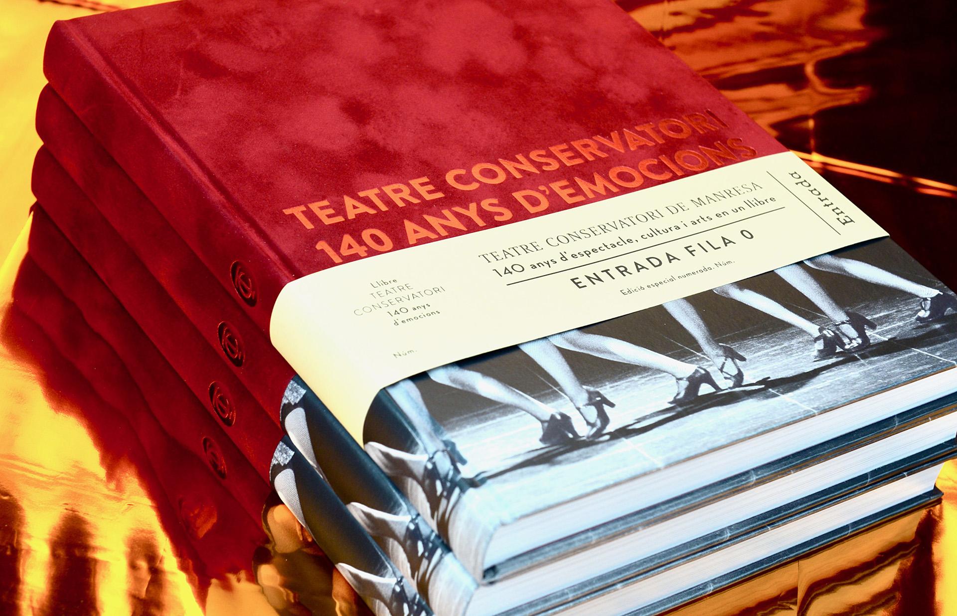 Producción especial del libro Teatre Conservatori con su faja, lomo redondo y encuadernación tapa dura