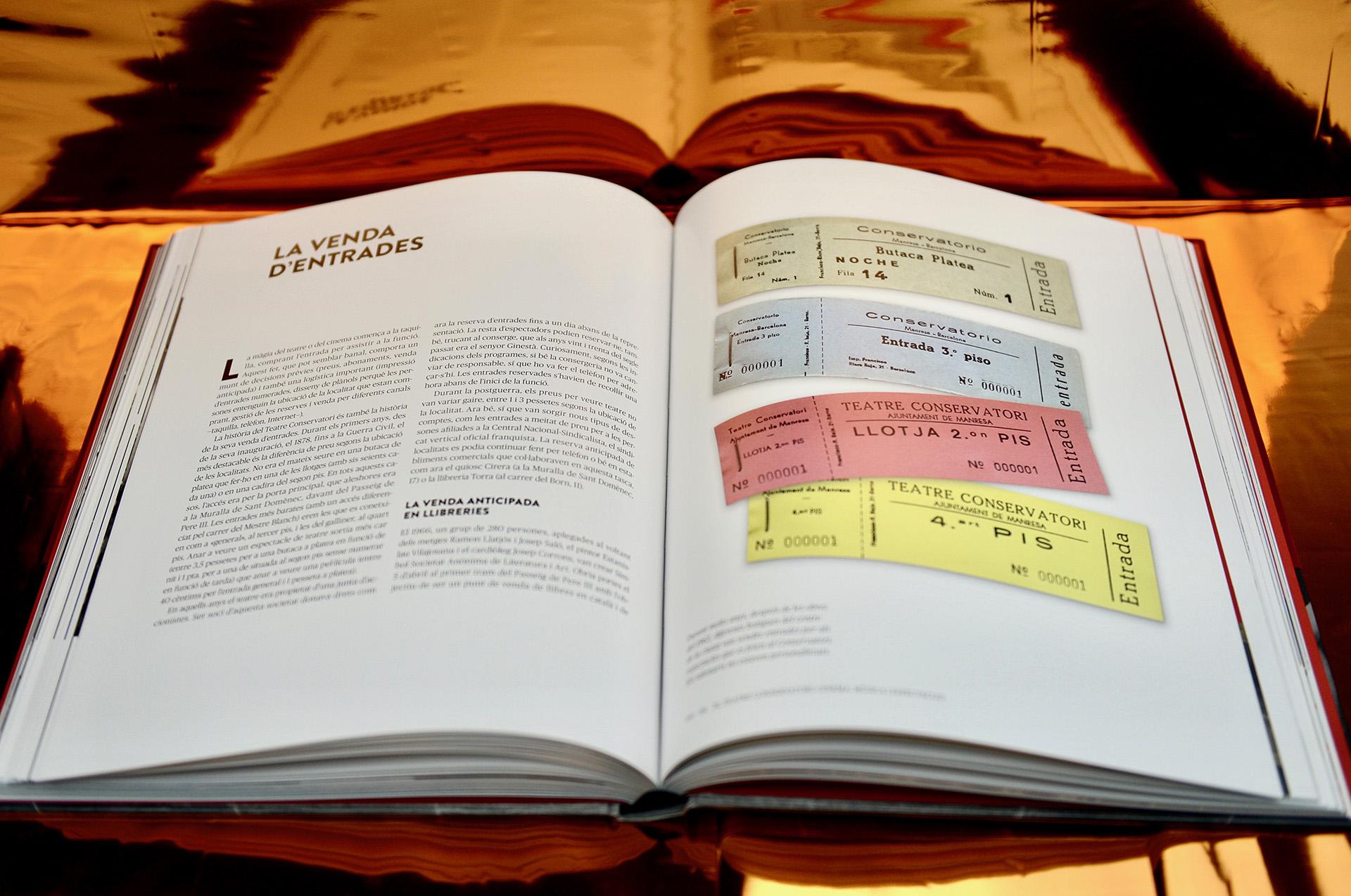 "Doble página interior libro Teatre Conservatori ""140 anys"""