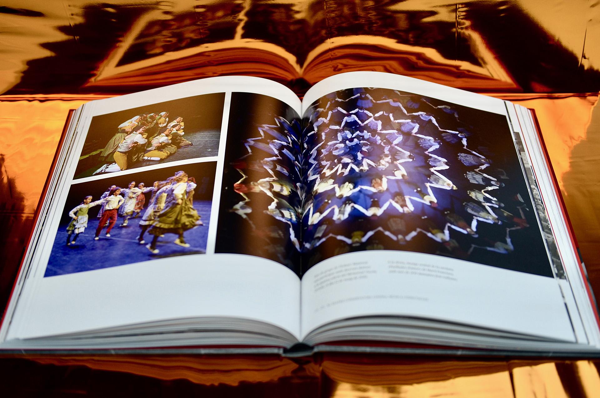 Doble página interior libro Teatre Conservatori Manresa