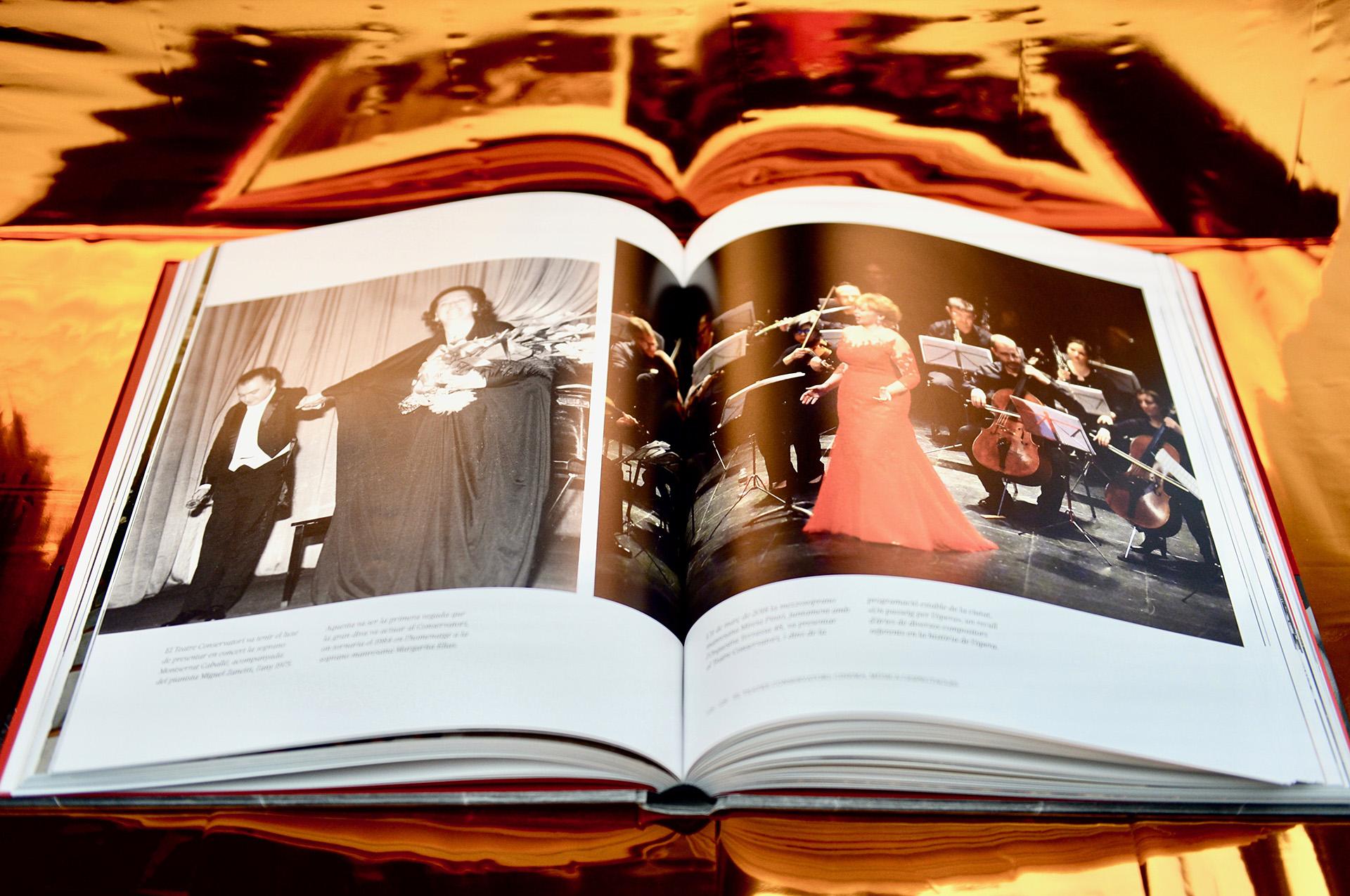 Doble página de espectáculos del interior libro