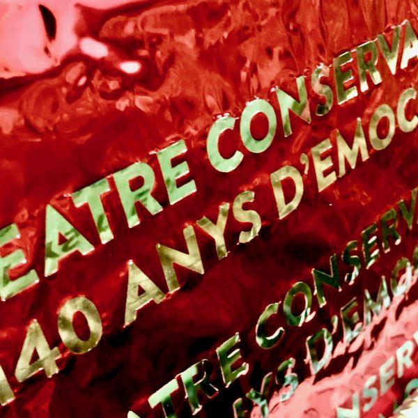 Detalle stamping metalizado libro especial Teatre Conservatori Manresa
