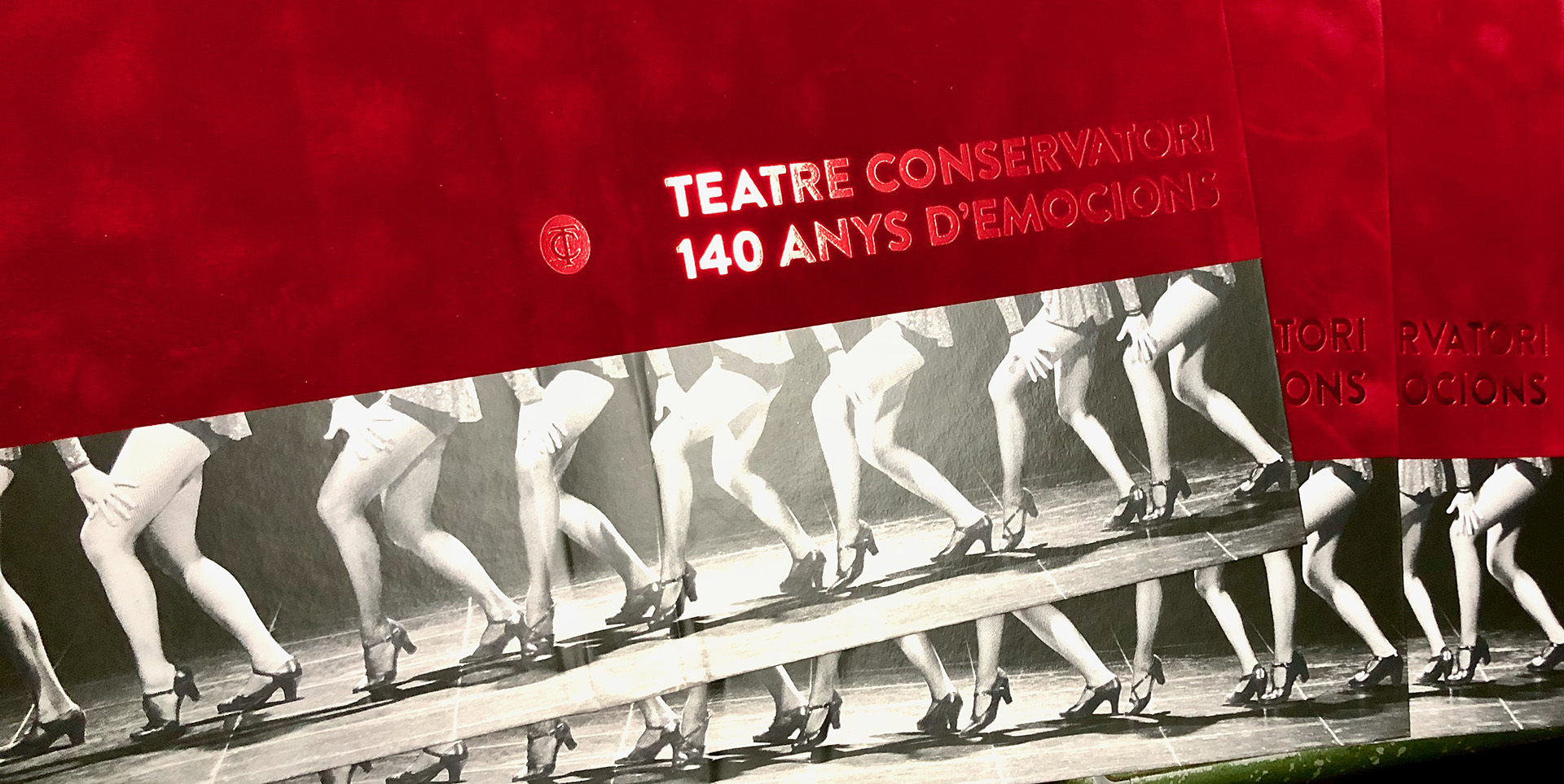 Detalles stamping rojo metalizado portada libro especial Teatre Conservatori
